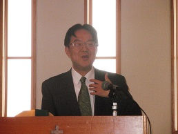 私たちの教会の、森淳一牧師。いつもすばらしい力強いメッセージをしてくださいます。甘党です。